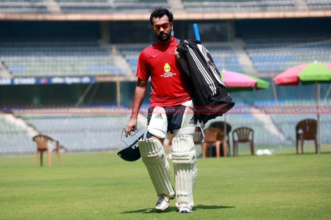 हाताच्या बोटाला झालेल्या दुखापतीनंतर रोहित शर्माने जवळपास महिन्याभरानंतर मुंबईतील वानखेडे स्टेडियमवर सराव केला. (छाया-केविन डिसूझा)