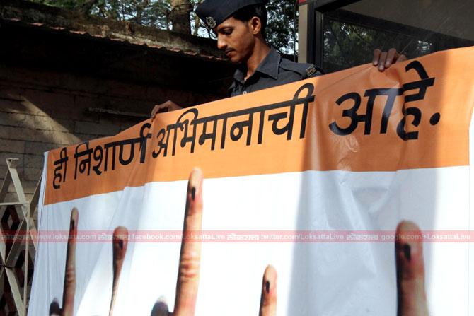 राज्य निवडणुक आयोगातर्फे मतदानाबाबत मोठ्य़ा प्रमाणात जागृती करण्यात येत आहे. (छाया-केविन डिसूझा)