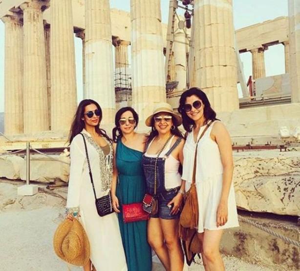 मलायकाने मैत्रिणींसोबत ग्रीसमधील प्रेक्षणीय स्थळांनाही भेट दिली. (छाया- इंस्टाग्राम