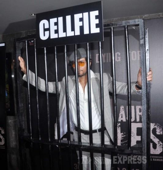 चित्रपटात रणदीप हुडा हा चार्ल्स शोभराज या एका कैद्याच्या भूमिकेत दिसणार आहे. (छाया- वरिन्दर चावला)