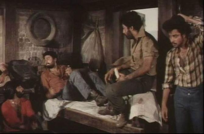 सततच्या खलनायकाच्या भुमिकेनंतर शक्ती कपूर यांना 'सत्ते पे सत्ता' या चित्रपटात वेगळ्या धाटणीची भूमिका मिळाली.