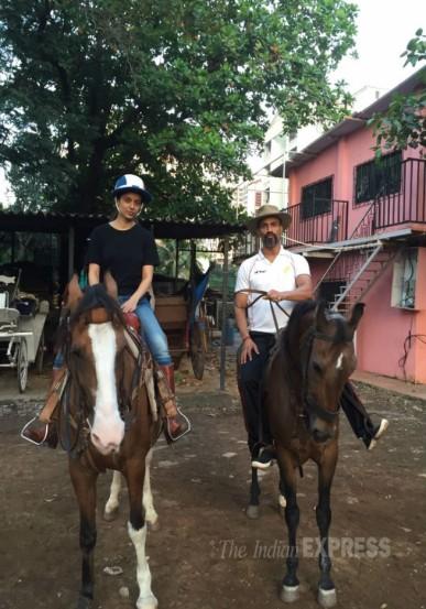कंगनाला 'रंगून' चित्रपटासाठी घोडेस्वारी शिकायची होती. त्यासाठी मी तिला गेले दोन महिने प्रशिक्षण देतोय, असे जीतू म्हणाला.