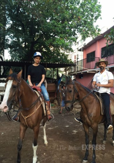 'रंगून'साठी कंगना सध्या घोडेस्वारीचे प्रशिक्षण घेतेयं. अभिनेता जीतू वर्मा (जोजो) तिला याचे प्रशिक्षण देत आहे.
