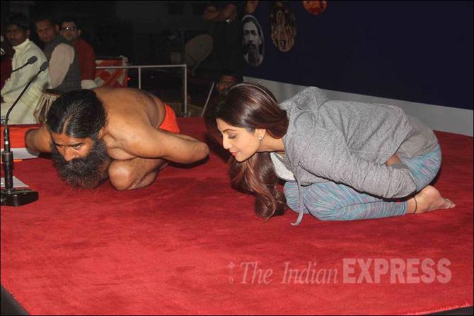 Shilpa Shetty pics, Baba Ramdev, Bollywood, Yoga, Yoga poses, Loksatta, Loksatta news, Marathi, Marathi news