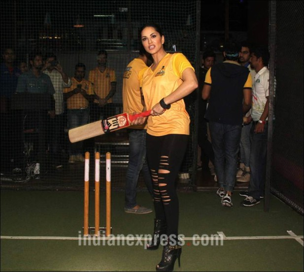 बॉलीवूड अभिनेत्री सनी लिओनी 'चेन्नई स्वॅगर्स' या टेलिव्हिजन कलाकारांच्या क्रिकेट संघाची मालकीण बनली आहे. (छाया- वरिन्द्र चावला)