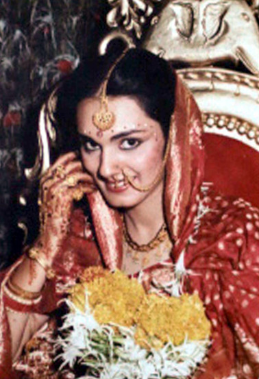 मार्च १९८५ मध्ये तिचे लग्न झाले व ती तिच्या पतीसोबत गल्फमध्ये स्थायिक झाली होती. पण हुंडा मागणीच्या दबावामुळे ती दोन महिन्यांतच माहेरी मुंबईला परत आली.