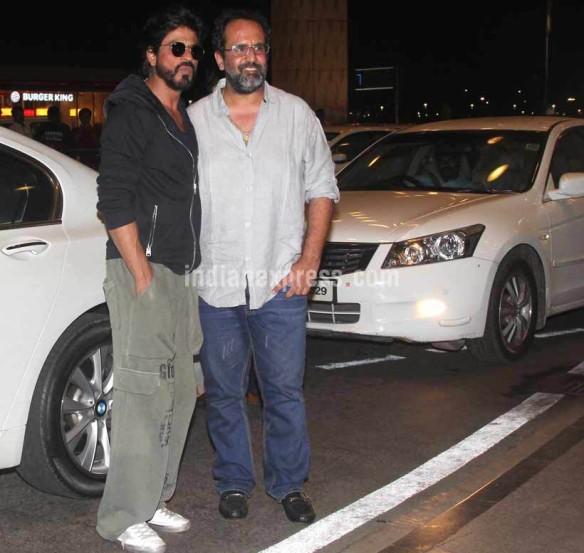 टोयफा पुरस्कारासाठी शाहरुख खानही दुबईला गेला आहे. त्यापूर्वी विमानतळावर शाहरुखचे टिपलेले छायाचित्र. (छायाः वरिन्दर चावला)
