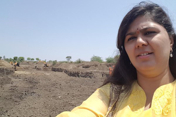 Pankaja munde , BJP, Marathwada, drought selfie , Latur, Loksatta, Loksatta news, Marathi, Marathi news
