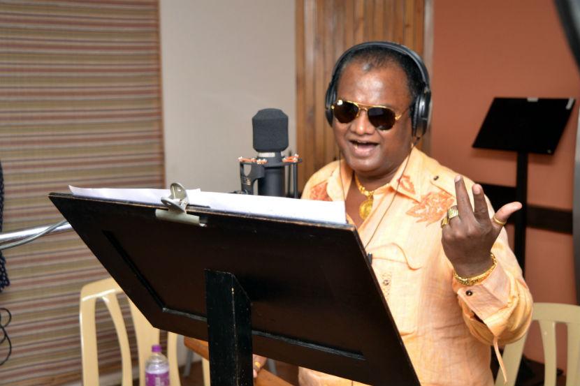 Marathi singers , Marathi singer Anand Shinde, chest pain, Thane, Loksatta, Loksatta news, Marathi, marathi news
