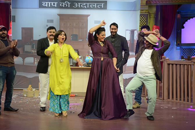 कलाकारांचा अतरंगीपणा बघून अजय आणि काजोल दोघांचीही हसून हसून पुरेवाट लागली.