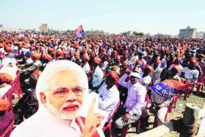 पंतप्रधान आणि भाजपनेते नरेंद्र मोदी यांच्या वाराणसीजवळील सहा मार्चच्या सभेचे हे छायाचित्र 'एक्स्प्रेस संग्रहा'तून