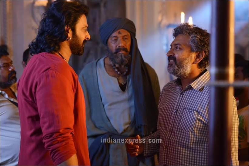 'बाहुबली २' चित्रपटात अभिनेता प्रभास तीन भूमिकांमध्ये नजरेस पडेल.