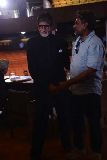 अरुणाचलम् मुरुगानंदम् यांची मुख्य भूमिका साकारत असलेला अक्षय कुमार सध्या दिल्लीमध्ये चित्रपटाचे चित्रीकरण करत असून आता अमिताभही तेथे पोहचले आहेत. दिवसभर प्रवास आणि चित्रीकरणात वेळ गेल्यानंतर अमिताभ यांनी त्यांच्या ब्लॉगवरून आर बल्की आणि अक्षयसोबत काम करण्याचा अनुभव व्यक्त केला.