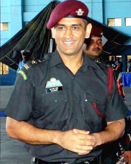 क्रिकेटपटू होण्यापूर्वी महेंद्रसिंग धोनीला लष्करी अधिकारी व्हायची इच्छा होती. काही वर्षांपूर्वी त्याची ही इच्छा पूर्ण झाली होती. १ नोव्हेंबर २०११ रोजी भारतीय लष्कराने त्याला लेफ्टनंट कर्नल पद देऊन गौरवले होते.