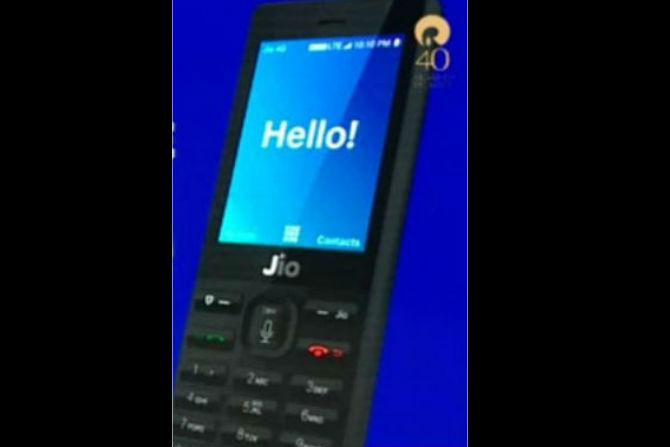 'ही' आहेत रिलायन्स जिओच्या 4G फोनची वैशिष्ट्ये