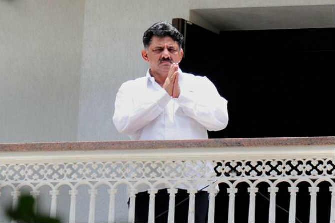 IT department, raids, properties, Karnataka Minister, D K Shivakumar, cash, worth, Rs 11 43 crore, seized