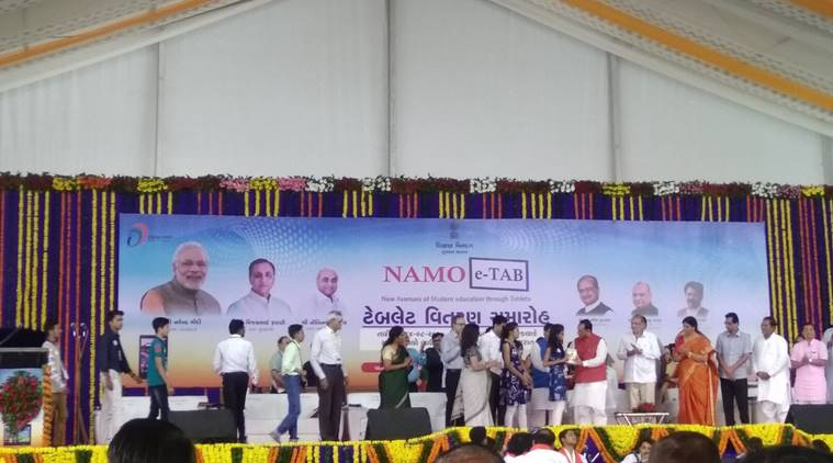 Vijay Rupani , Distributing NAMO tabs , Lord Krishna Sudarshan Chakra , Vijay Rupani , Loksatta, Loksatta news, Marathi, Marathi news