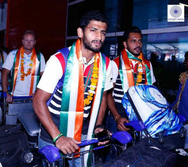 एस. के. उथप्पा आणि युवा ड्रॅगफ्लिकर हरमनप्रीत सिंह. दोघांचाही भारताच्या अजिंक्यपदात मोठा वाटा आहे.