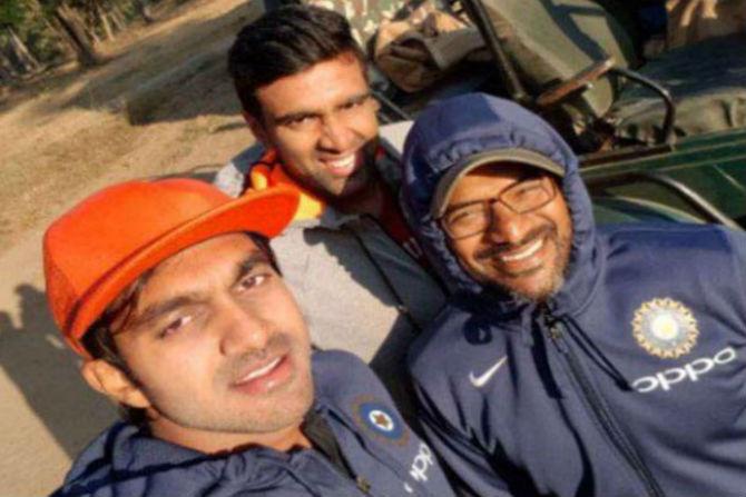 भारतीय संघातील काही खेळाडूंनी  दुसऱ्या कसोटीतील विजयानंतर  पेंच राष्ट्रीय उद्यान आणि व्याघ्र प्रकल्पला भेट दिली.