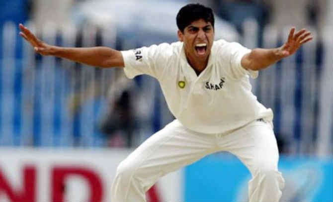 वन-डे सामन्यांप्रमाणे नेहराचा कसोटी क्रिकेटमधला कार्यकाळ अत्यंत अल्प ठरला. १९९९ साली श्रीलंकेविरुद्ध कोलंबो कसोटीत नेहराने कसोटी क्रिकेटमध्ये पदार्पण केलं. यानंतर केवळ १७ कसोटी सामन्यांमध्ये नेहराला संधी मिळाली. या सामन्यांमध्ये नेहराने ४४ विकेट घेतल्या.