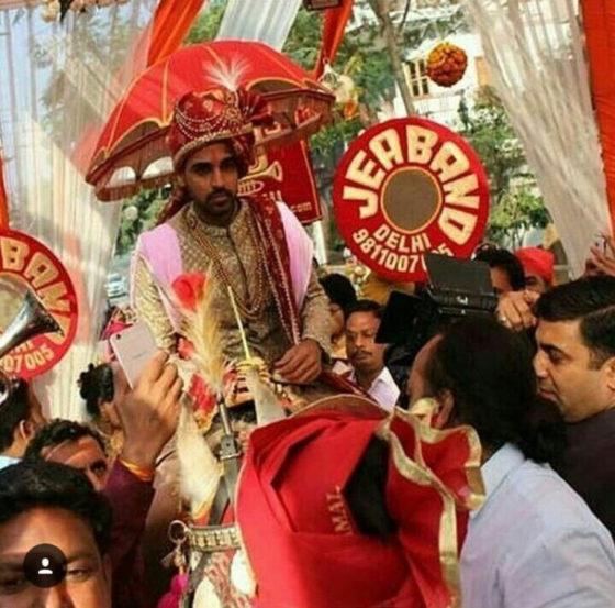 भुवनेश्वर कुमारचा लग्नसोहळा मेरठमधील एका नामांकित हॉटेलमध्ये पार पडला.