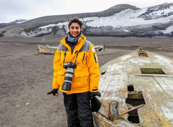 सोळा वर्षीय कर्मादित्य बालडोटाने डिस्लेक्झियासारख्या आजारावर मात करुन  अंटार्क्टिकावर जाऊन अतिशय सुंदर छायाचित्रे टिपली आहेत.