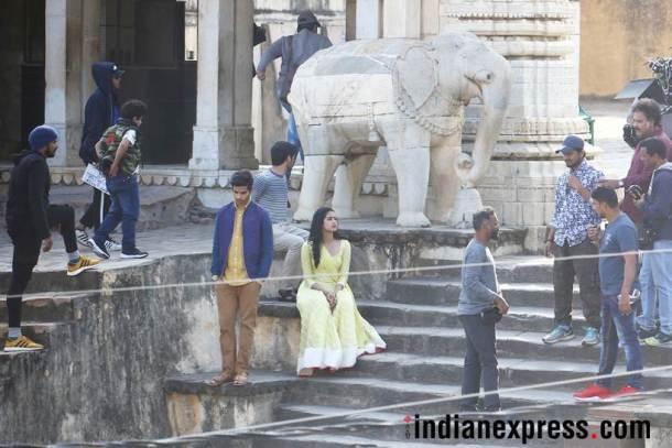 'सैराट' चित्रपटाचा रिमेक असलेला 'धडक' हा प्रेमकथेवर आधारित आहे.