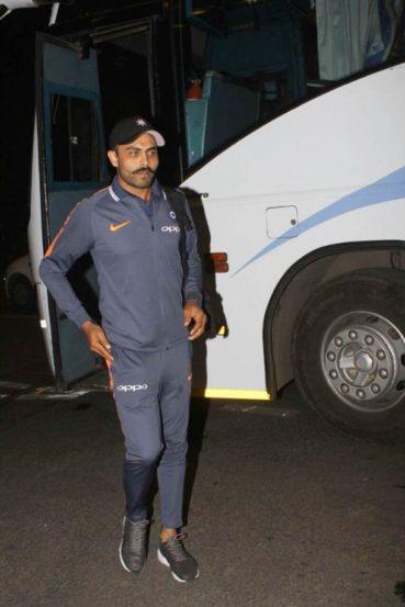 श्रीलंकेविरुद्ध वन-डे मालिकेत संघात जागा न मिळालेल्या रविंद्र जाडेजाला आफ्रिका दौऱ्यात कसोटी संघात जागा देण्यात आलेली आहे.