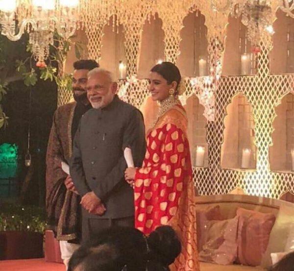 त्यानंतर आपले नातेवाईक आणि मित्रपरिवारासाठी या दोघांनी दिल्ली आणि मुंबई येथे रिसेप्शन ठेवले. या रिसेप्शनला पंतप्रधान नरेंद्र मोदींची विशेष उपस्थिती पाहायला मिळाली.