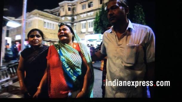 घटनेत मृत्यू झालेल्यांची ओखळ अद्याप पटलेली नसून जखमींवर मुंबईच्या केईएम रुग्णालयात उपचार सुरू आहेत. (छाया सौजन्य : निर्मल हरिनंदन)