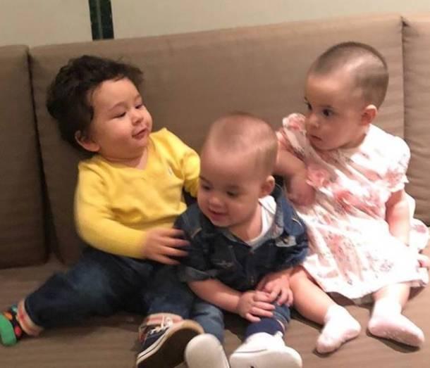 करणने शेअर केलेल्या या फोटोत तैमुरची यश-रुहीची चांगलीच गट्टी जमल्याचे दिसते. करण-करिनामध्ये असलेली मैत्री आता त्यांच्या मुलांमध्येही पाहावयास मिळतेय.