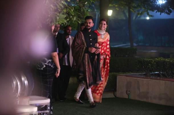 विराट कोहली आणि अनुष्का शर्मा यांचे पहिले वेडिंग रिसेप्शन २१ डिसेंबरला दिल्लीत पार पडले.