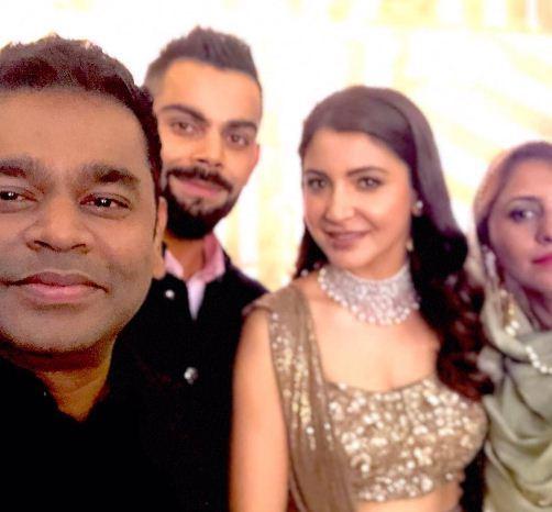जगप्रसिद्ध संगीतकार ए.आर.रहमानही विरुष्काला शुभेच्छा देण्यासाठी पोहोचला होता. (छाया सौजन्य- Varinder Chawla)