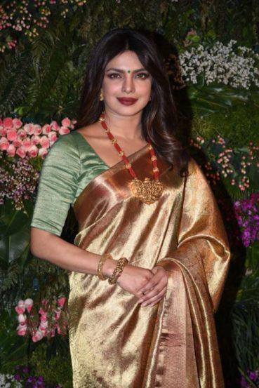 या स्टार जोडप्याला शुभेच्छा देण्यासाठी 'देसी गर्ल' प्रियांका चोप्रानेही हजेरी लावली होती. (छाया सौजन्य- Varinder Chawla)