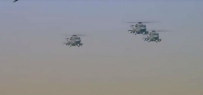 हवाई दलातर्फे करण्यात आलेल्या संचलनात २१ लढाऊ विमाने, १२ हेलिकॉप्टर आणि ५ ट्रान्सपोर्टर सहभागी झाले. (छाया सौजन्य- दूरदर्शन)