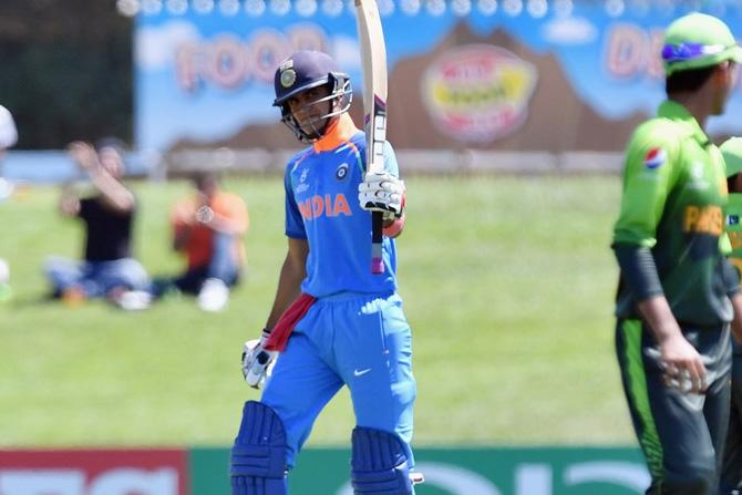 भारताकडून शुभमन गिलने नाबाद १०२ धावांची खेळी केली. शुभमने शेवटच्या चेंडूवर आपले शतक पूर्ण केले. (छाया सौजन्य: ट्विटर)