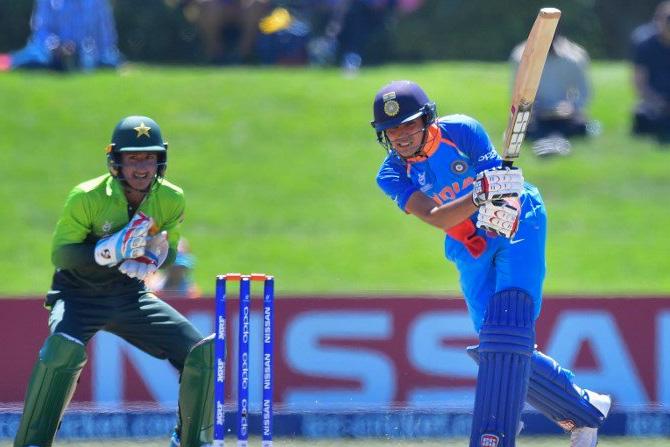 भारताने या सामन्यातही दमदार कामगिरी करत पाकिस्तानसमोर २७३ धावांचे आव्हान ठेवले (छाया सौजन्य: ट्विटर)