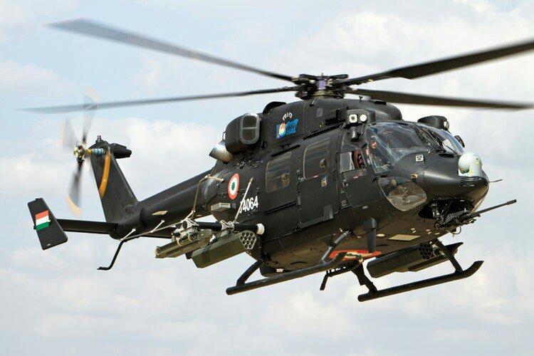 या संचलनात हवाई दलाच्या थक्क करणाऱ्या कसरती पाहायला मिळाल्या. भारतीय हवाई दलाचे लढाऊ हेलिकॉप्टर रुद्र पहिल्यांदाच या संचनलात दिसले. (छाया सौजन्य- दूरदर्शन)