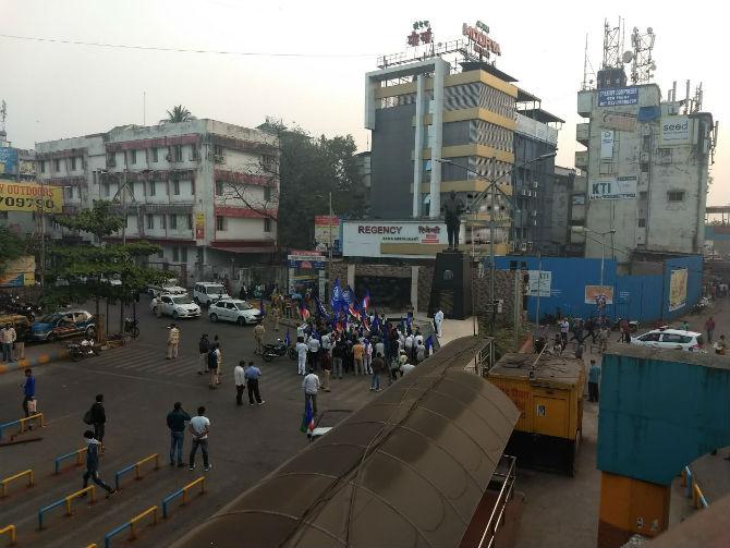 Bhima Koregaon Violence : भीमा कोरेगाव हिंसेच्या निषेधार्थ आंदोलक रस्त्यावर
