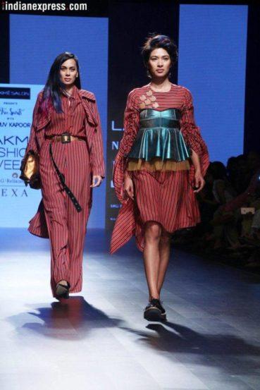 लॅक्मे फॅशन वीक आला म्हणजे सेलिब्रेटींच्या चाहत्यांना आठवडाभराची मेजवानीच असते. मोठमोठय़ा डिझायनर्सच्या कपडय़ांचं शोकेसिंग आठवडाभर मोठय़ा दिमाखात सादर होत असतं.