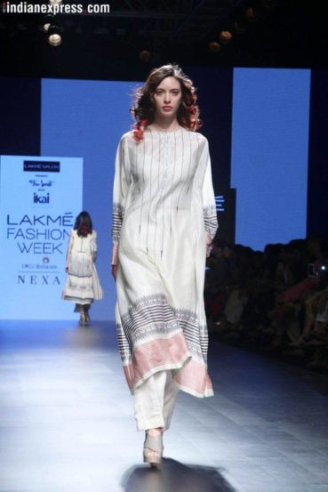 वर्षांतून दोनदा होणाऱ्या या फॅशन शोसाठी दर वर्षी नवीन डिझायनर्सना संधी दिली जाते.