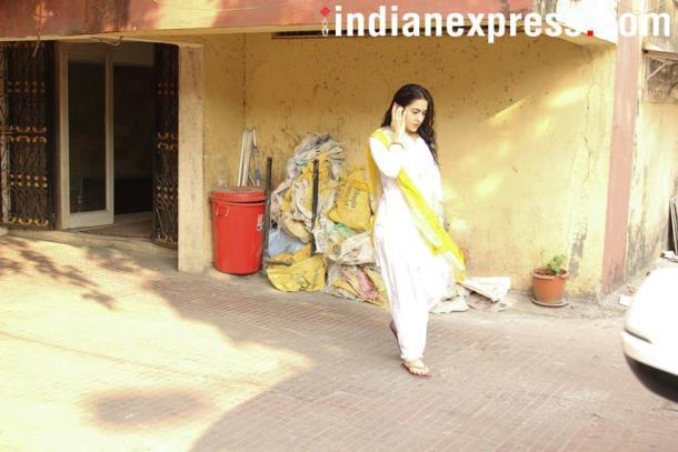 सैफ अली खानची मुलगी सारा यावर्षी 'केदारनाथ' सिनेमातून बॉलिवूडमध्ये पदार्पण करत आहे. या सिनेमात तिच्यासोबत सुशांत सिंग राजपूतही असणार आहे. (छाया सौजन्य- वरिंदर चावला)