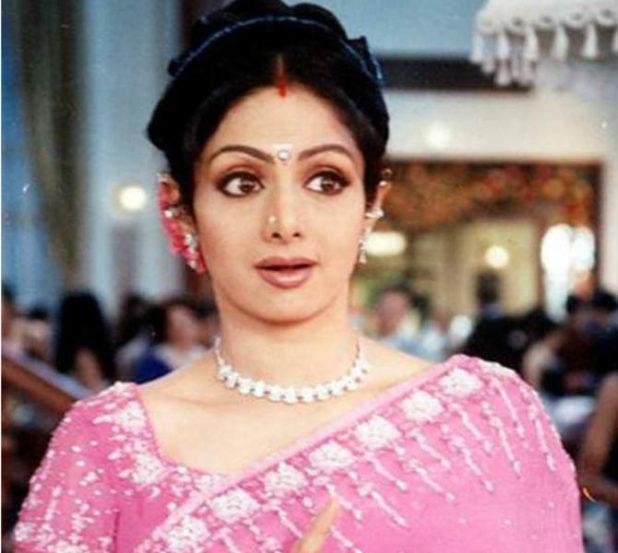 श्रीदेवी ही अतिशय साधी अभिनेत्री म्हणूनही प्रसिद्ध होती. तिच्या डोळ्यांची मोहक अदा आणि त्यामुळे सर्वच कपड्यांमध्ये उठून दिसणारी ती लक्षवेधक होती. अनेकांसाठी हृदयाच्या जवळ असणारी ही अभिनेत्री आणि तिचा अभिनय कालातित आहे यात शंका नाही.
