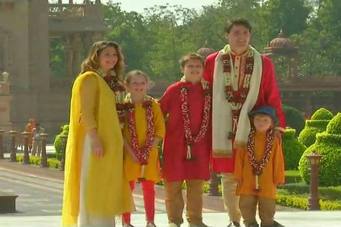 जस्टीन ट्रुडो आणि त्यांचे कुटुंबिय पारंपारिक भारतीय पेहरावात दिसले. (छाया सौजन्य- ANI)