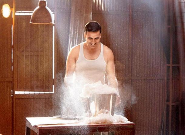 अक्षय कुमार - गेल्या काही वर्षात अक्षय कुमार हा सामाजिक विषयांवर बेतलेल्या चित्रपटांचा बादशहा झाला आहे. प्रेक्षकांच्या मनाला भावेल अशी कथा आणि सत्य घटनांवर आधारित चित्रपटांतून लोकांपर्यंत महत्त्वाचे संदेश पोहोचवत आहे