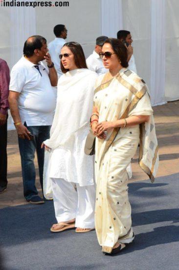 हेमा मालिनी, इशा देओल (फोटो सौजन्य- Varinder Chawla)