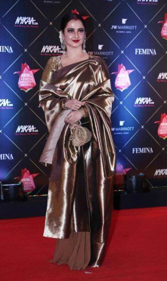 जेडब्ल्यू मॅरिएट हॉटेलमध्ये पार पडलेल्या 'फेमिना ब्युटी अवॉर्ड्स'मध्ये ऐश्वर्या राय आणि रेखा या अभिनेत्रींचीच जादू पाहायला मिळाली. यावेळी रेड कार्पेटवरही फॅशनचा जलवा पाहायला मिळाला.