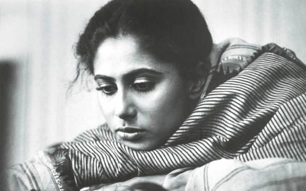 स्मिता पाटील- आपल्या नैसर्गिक अभिनयाने चित्रपटरसिकांच्या मनावर ठसा उमटवणाऱ्या अभिनेत्री स्मिता पाटील यांनी अवघ्या ३१ व्या वर्षी जगाचा निरोप घेतला. मराठी व हिंदी दोन्ही चित्रपटसृष्टीवर दोन दशके अधिराज्य गाजवणा-या या अभिनेत्रीने हिंदी-मराठी रसिकांना रडवले, हासवले, विचार करायला भाग पाडले.