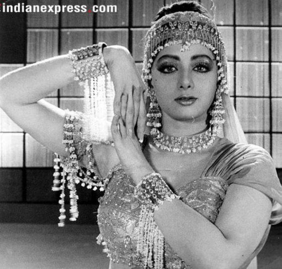 'चालबाज' हा सिनेमा हेमा मालिनी यांच्या सीता और गीता सिनेमाचा रिमेक होता. मात्र तो रिमेक आहे हे विसरायला लावले ते श्रीदेवीने.