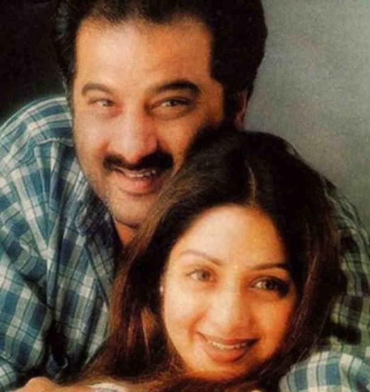 मुलगी, पत्नी, आई आणि अभिनेत्री अशा सर्वच भूमिकांची जबाबदारी लिलया पेलत श्रीदेवी यांनी स्वत:ला सिद्ध केलं.
